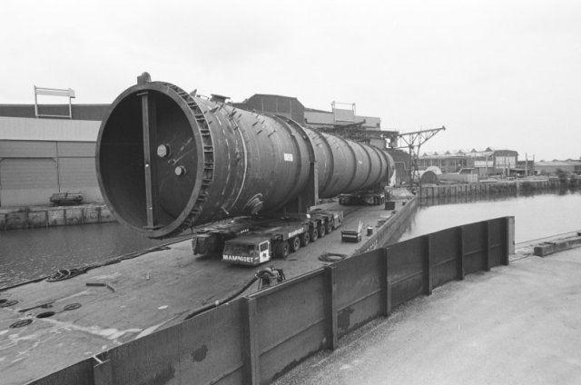 1990: Zwaar transport bij Machinefabriek Backer en Rueb