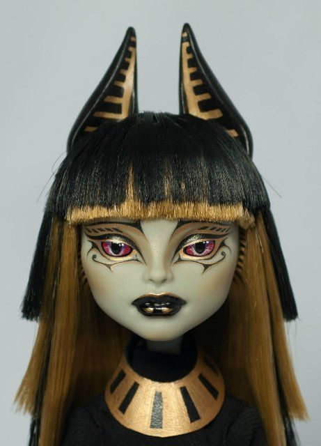 Monster High repaint by Selesta on DollPlanet. Monster high repaint? Monster high, made better?! O.m.g!