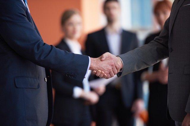 Przedsiębiorcy prowadząc działalność gospodarczą popełniają wiele błędów, według portalu egospodarka.pl są to naiwność, brak doświadczenia oraz dramat genialnego pomysłu czyli brak samokrytyki, niewłaściwe działania badawczo-przygotowawcze, co oznacza, że firmy nie potrafią zbadać potrzeb oraz oczekiwań potencjalnych klientów. Inną przyczyną jest niewłaściwa osoba na niewłaściwym stanowisku, wybór i współpraca z nietrafionym partnerem biznesowym, złe działania marketingowe i handlowe