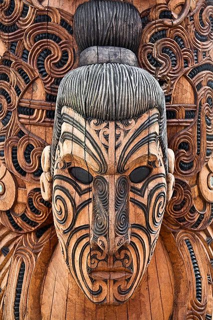 MAORI: wood carved sculpture ( New Zealand) Maori wood carving (whakairo rakau) is probably the most renowned and well known type of Maori art. Meeting houses, war canoes (waka) but also smaller items such as weapons, sacred boxes and small statues were ornamented with wood carvings. This carving clearly displays the tribal traditions of body decoration- tatooes.