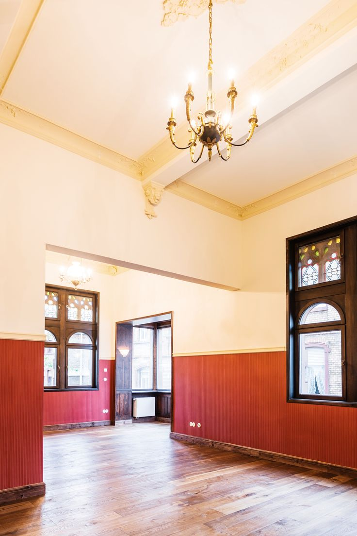 A cultural monument which was built around 1900 we were asked to renovate. #window #light #renovation #bright #materials #white #architecture #architects #architektur #interior #interiordesign #modern #familyhouse #historic #ironwork #wood #culturalmonument #karlkaffenberger #stucco #ceiling