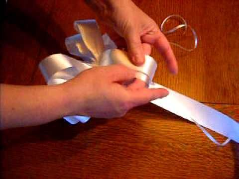 How to Make a Beautiful Wedding Pew Bow Fluffing Instructions
