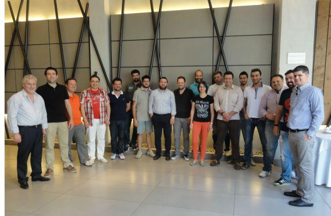 Ραντεβού με το ΚΝΧ δώσανε στην Θεσσαλονίκη 16 επαγγελματίες από τη βόρεια Ελλάδα στο Πιστοποιημένο Σεμινάριο ΚΝΧ Basic Course που διοργανώθηκε στις 12-15 Ιουνίου.