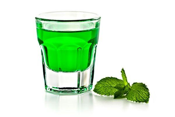 Zelený likér s chutí a vůní po mátě peprné vyrobený právě z listů máty, krystalového cukru, kyseliny citronové, potravinářského barviva a slivovice, vodky nebo 45 % lihu.