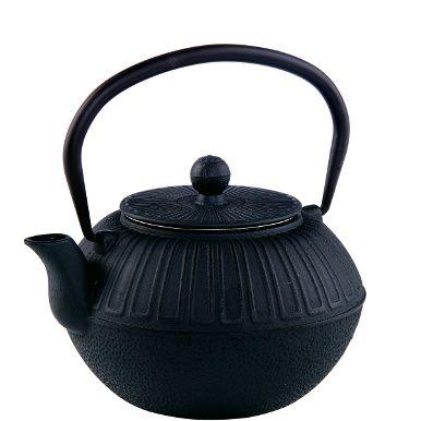 Ob morgens oder nachmittags, ob mit grünem oder schwarzem Tee, ob mit einem Schuss Milch oder einem Stück Gebäck - Sie entwickeln Ihre ganz private Tee-Zeremonie mit der Ceremony-Teekanne aus grauem Gusseisen. Die Form dieser Teekanne ist asiatisch inspiriert, im Inneren verbirgt sie einen Siebeinsatz. Schwere Ausführung.