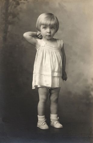 +~+~ Vintage Photograph ~+~+  Heart just melted....  absolutely adorable portrait of a little girl in the 1940s.