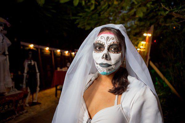 Let's turn this #MagicDay into epic memories. Happy #Halloween!  Convirtamos este #DiadelaMagia en memorias épicas. #FelizHalloween