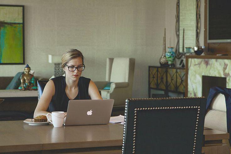 Kariera: Jak zarobić w internecie? - http://kobieta.guru/jak-zarobic-w-internecie/ - Czy kiedykolwiek, siedząc w biurze, nie wyobrażałaś sobie, jak wyglądałaby Twoja praca wykonywana we własnym domu? Dużo czasu spędzasz w sieci, więc dlaczego miałabyś na tym nie zarobić?   Internet daje wiele możliwości osobom, które poszukują dodatkowych form zarobku. W tym artykule podpowiemy Ci, jak zacząć przygodę w sieci i czerpać