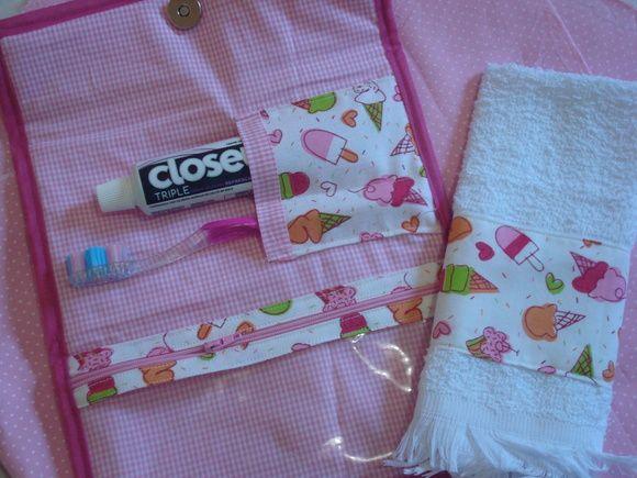 Kit Higiene Bucal  Acompanha toalhinha,pode ser feito em outras estampas!  Otimo para as crianças levarem para escola e para adultos deixarem na bolsa e tabem otima opcão para presente. R$ 28,90