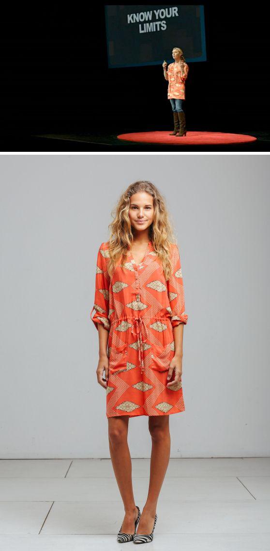 Nina Proudman wearing Binny on Offspring