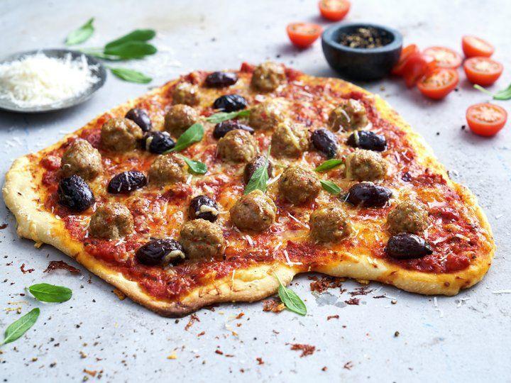 Pizza med kjøttboller