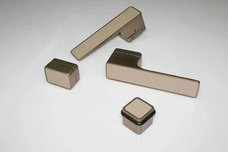 Klamka Maximal TiN-B tytan brąz mat - wstawka skóra włoskiej firmy StudioArt kolekcja STAR kolor taupe - nasza realizacja dla klienta z Kataru.