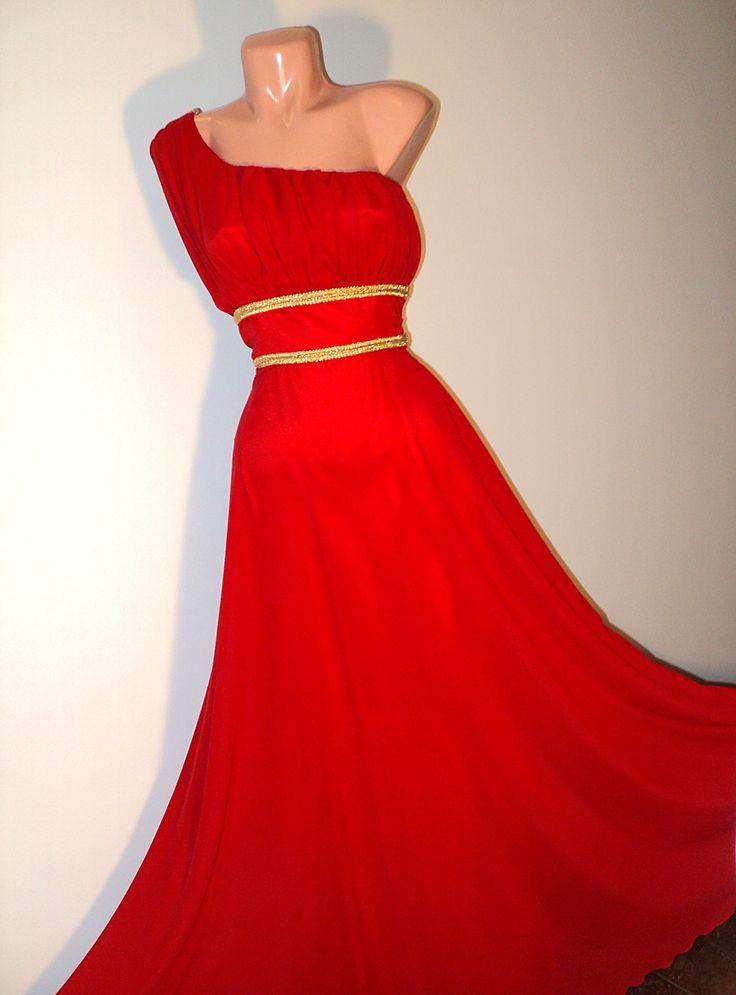 rochie lunga din voal rosu cu aplicatii aurii