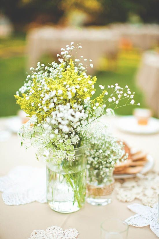 La Paniculata, también conocida como Velo de Novia es una flor con muchas ramificaciones y multitud de pequeñas flores blancas que aportará luminosidad y belleza en tu Boda.