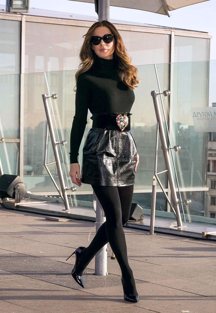 "bestcelebritylegs:  ""Kate Beckinsale leggy in stockings, short skirt and pumps  ""  Gorgeous"