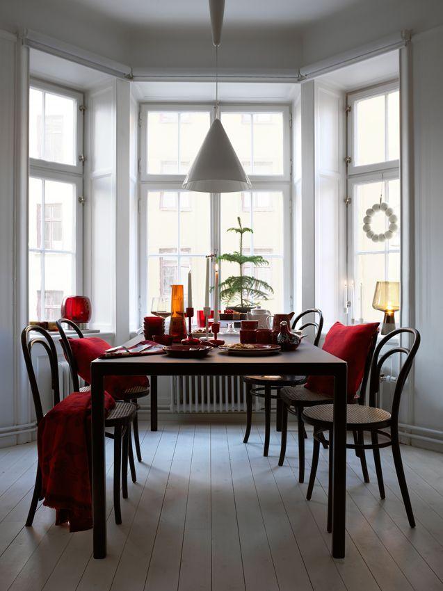 Set the table for Christmas. www.iittala.com/set-the-table