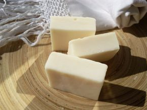 Dopo il Sapone all'Olio d'Oliva e Rosmarino , ho voluto provare a produrre un sapone più ricco e idratante,da usare in alternativa al primo...