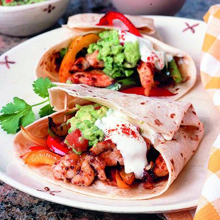 Egy finom Mexikói csirkés tortilla tekercs ebédre vagy vacsorára? Mexikói csirkés tortilla tekercs Receptek a Mindmegette.hu Recept gyűjteményében!