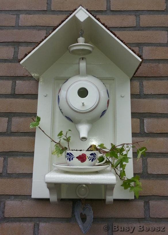 teapot birdhouse/this is really cute. Flea markets here I come.