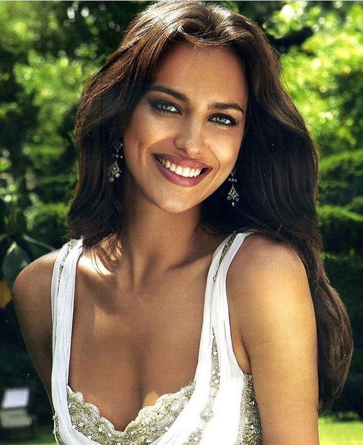 "4,522 Likes, 39 Comments - Irina Shayk (@1irinashayk) on Instagram: ""Haaii """