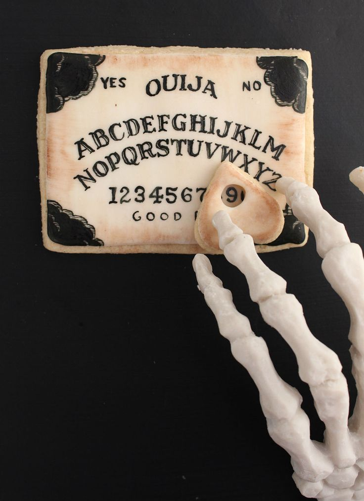 OUIJA DE GALLETA (Ouija Board Cookies) #IdeasOriginales #GalletasParaHalloween