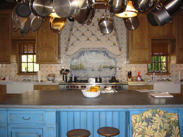 16 amazing spanish tile kitchen backsplash photos designer for Spanish style kitchen backsplash