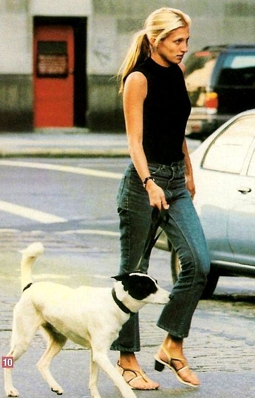 Carolyn Bessette Kennedy, jeans, black top, dog