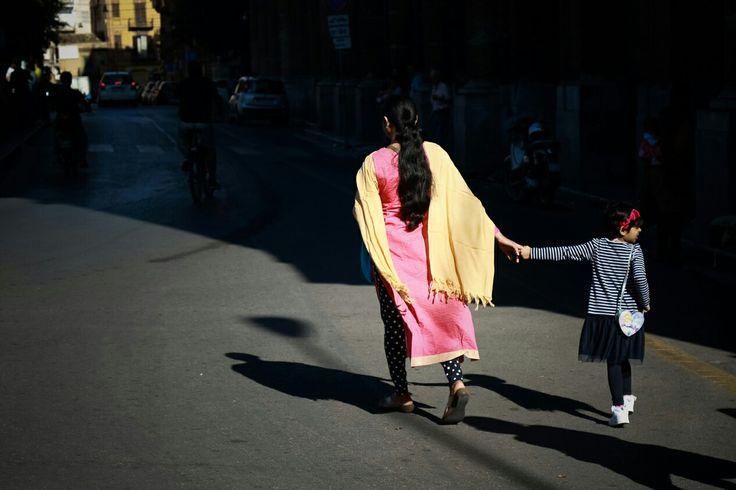 "#Palermo #Sicilia #socialdocumentary #sociallandscape #streetphotography #Photography #fotografia #FrancescoPaoloCatalano #India #Family #Famiglia #Women #Donne #maternage #maternita' #mamma #mum #pink #thinkpink #hair #Indianhair #streetstyle #child #baby #shadows #sunlight #SicilianStyle  Foto finalista nella categoria ""Due Sicilie"" della tappa palermitana di #PalermoIPM #italiaphotomarathon"