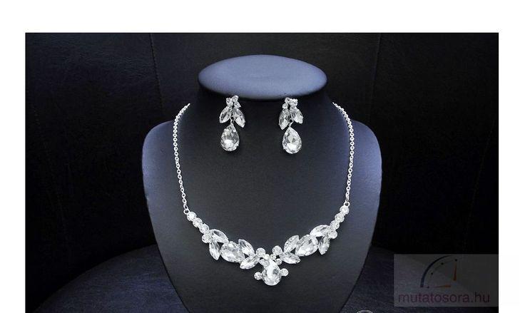 Egyedülállóan látványos, különlegesen csillogó esküvői nyakék szett, nagy kristályokkal díszítve