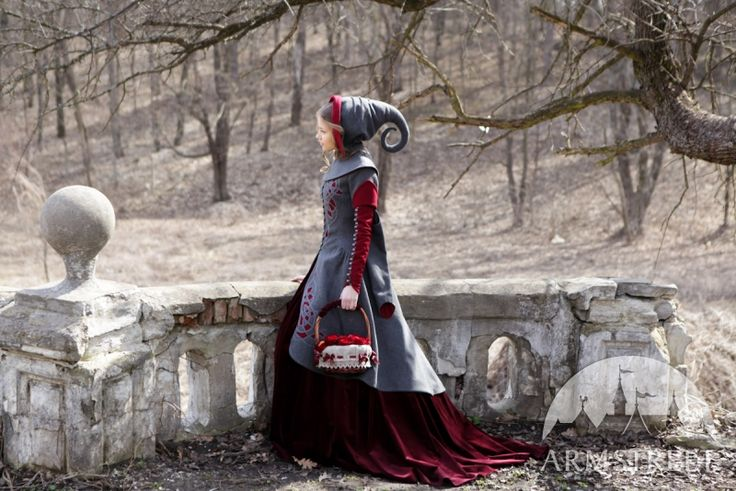 OH! That hat!  From http://armstreet.com/catalogue/full/exclusive-woolen-coat-red-riding-hood-5.jpg
