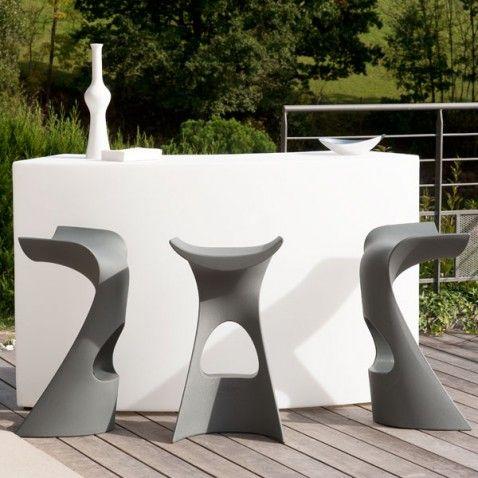 Bar lumineux d'exterieur #mobilier #repas #pleinair #barbecue #jardin #garden #bar #table #design #modern #élégance #outdoor #piscine #laboutiquedesjoyaux #desjoyaux #desjoyauxpools