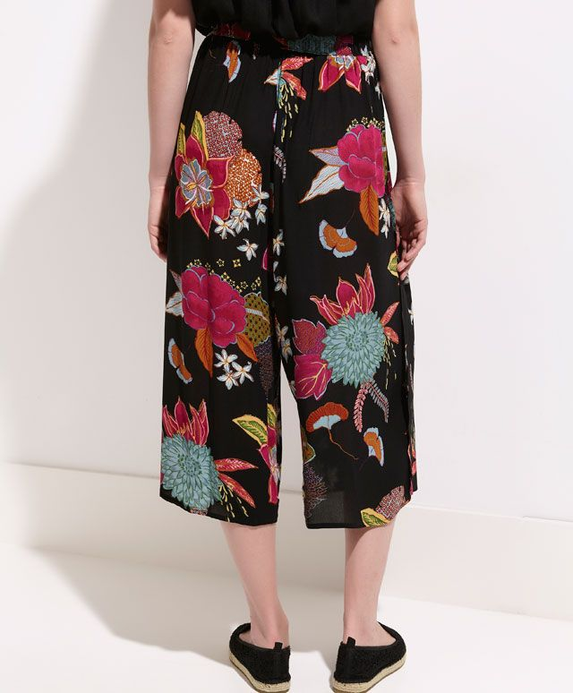 Wide leg capri trousers with oriental flower print - OYSHO