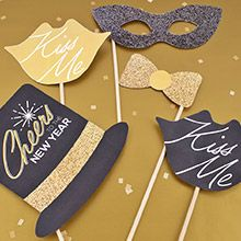 Free printables - photo props for New Year's Eve.  So cute and sparkly!