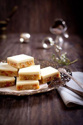 Французские пирожные с сушеными абрикосами, кокосом и белым шоколадом.Из готового печенья,не нужно печь!