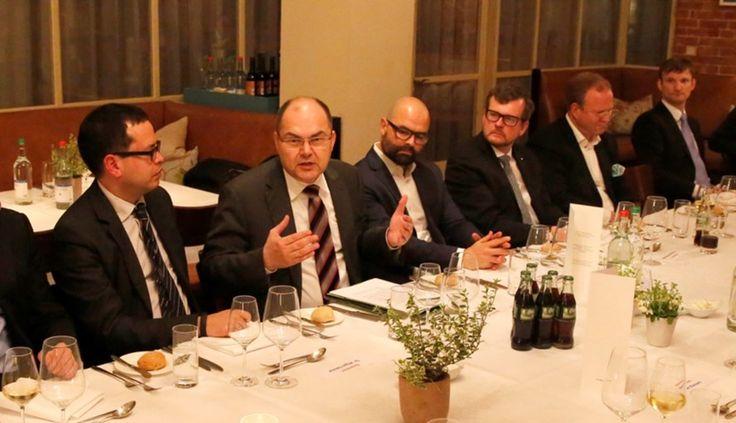 Der 57. Politische Salon von MSL Germany mit Landwirtschaftsminister Christian Schmidt (CSU) stand ganz im Zeichen von gesunder Ernährung und nachhaltiger Agrarwirtschaft.   Weitere Bilder gibt's auf http://www.mslgroup.de/news-insights/politischer-salon-mit-christian-schmidt  #PolitischerSalon #PublicAffairs #BMEL