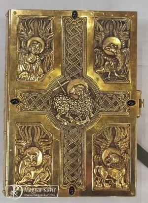 Ferenc pápa magyar ötvösremek könyvborítót használt a húsvéti vigílián | Magyar Kurír - katolikus hírportál