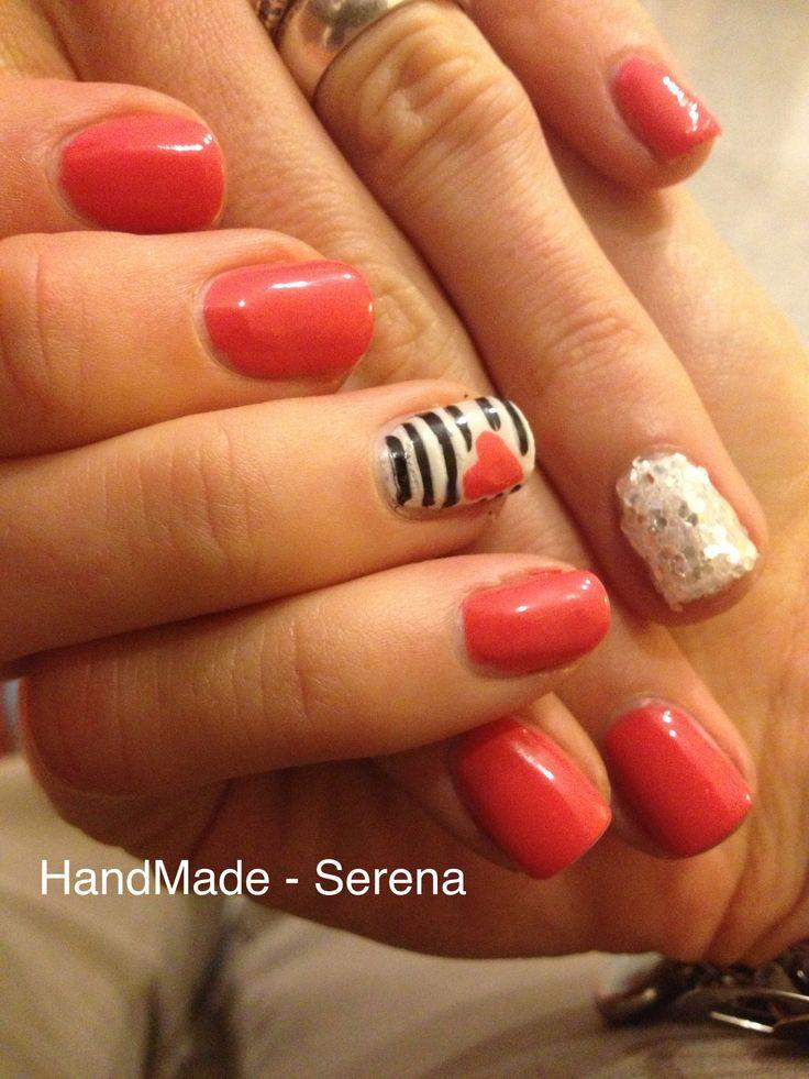 Nail art per San Valentino :)  Smalto PUPA n° 210 , nell'anulare della mano sinistra ho applicato gli effect nail della essence, nella mano destra invece un cuore sempre rosa <3