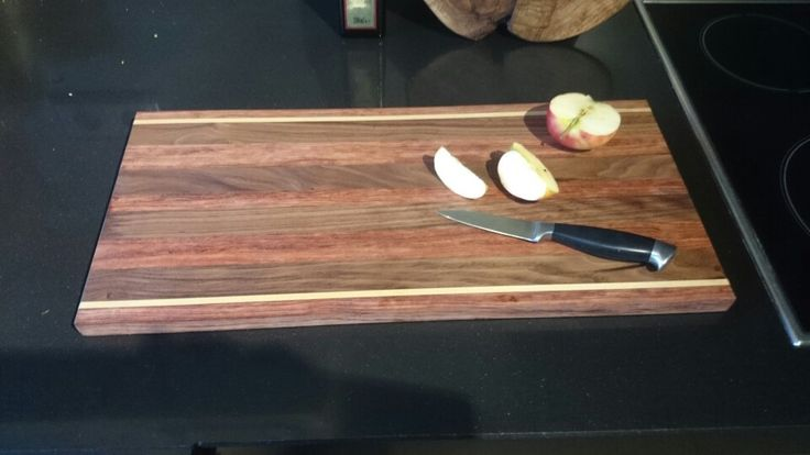 Snijplank van Bubinga en noten hout.