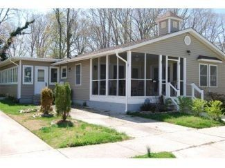Available, 5 bedroom, $250/night Rehoboth Beach house rental - Front of house