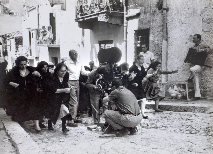 Salvatore Giuliano di Francesco Rosi, Italia, 1962. Francesco Rosi sul set.  Foto di Pat Morin, 1961. Coll. Museo Nazionale del Cinema