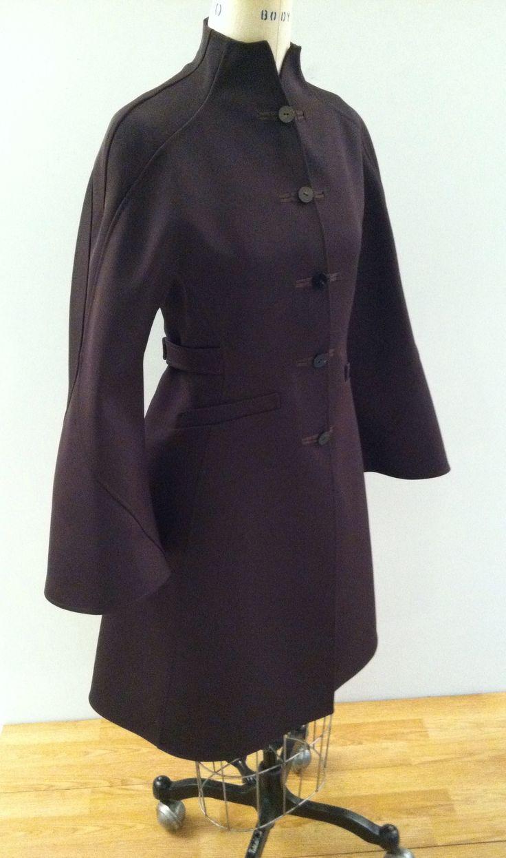V1419 coat by Ralph Rucci. #voguepatterns