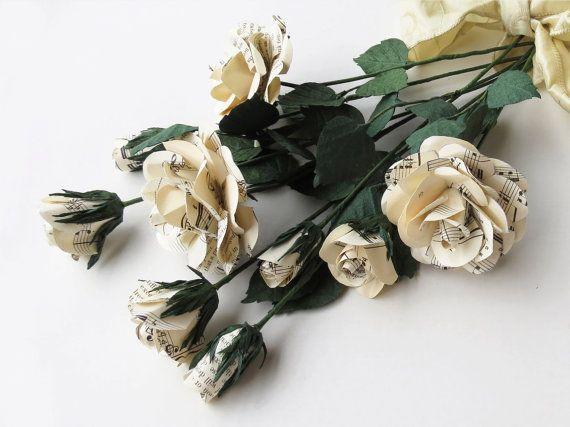 Fiori di Carta 12 Rose Eterne da Spartiti di CeeBeeRecycle su Etsy