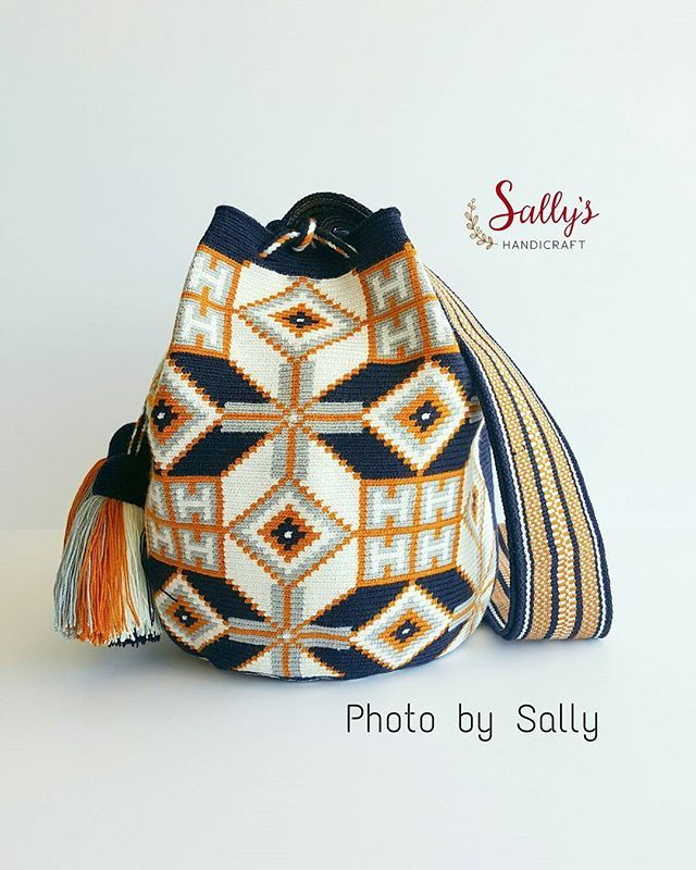 New in/ Wayúu bag 2017. Single thread. เข้าใหม่สต๊อกไทยค่ะ ไหมเส้นเดียว+เบล งานท๊อป ฝีมือทอวายูแท้ๆค่ะ ขายแต่งานทอแท้วายู100%ค่ะ เผ่าอื่นไม่มีขายผสมนะคะ ดูสินค้าได้ที่# 👇👇👇 #sallywayuucolours #sallywayuucrossbody  Contact Sally via Line id: sallyshandicraft *สีและแสงอาจจะเปลี่ยนแปลง+/-ขึ้นอยู่กับการถ่ายภาพและการตั้งค่าความสว่างหน้าจอรับภาพของแต่ละเครื่องที่รับนะคะ Shading and colours may vary. 💯%#ขายแต่ของแท้ทอวายูเท่านั้น 🌵#แบบและลายดั้งเดิมจากชาววายูla guajira…