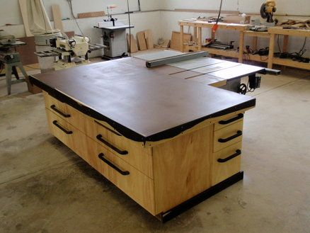 Outfeed/Assembly Table