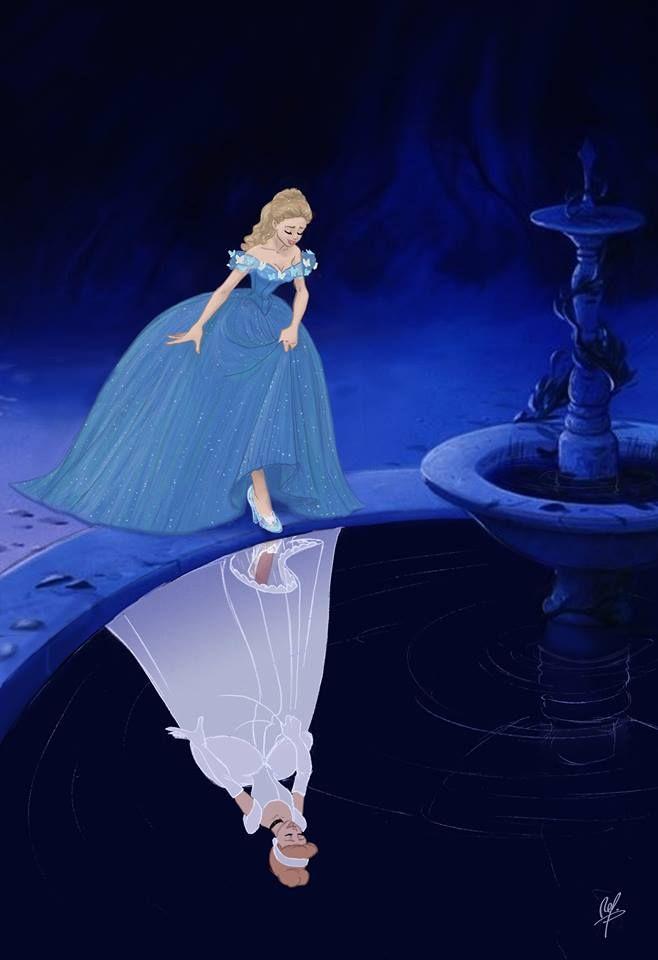A Cinderella da nova verão refletindo na fonte a verão antiga da Cinderella