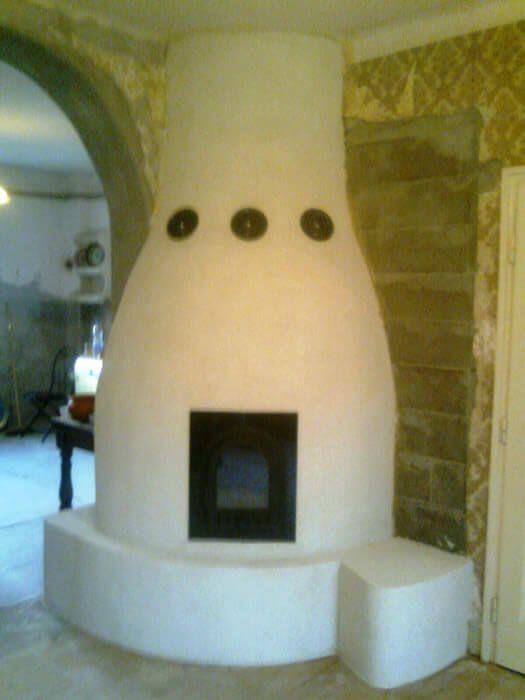 A falazott kályha belső szerkezetét és anyag felhasználását illetően    teljesen megegyezik a cserépkályhával.   http://cserepkalyha-keszites.com/falazott-kalyha-2/