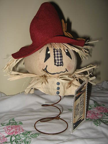 Primitive Make- A - Do Scare Crow on Rusty Bed Spring. Would go with my other bedspring curly hair idea. How about the arms and legs? Could be fun moving out in the wind..