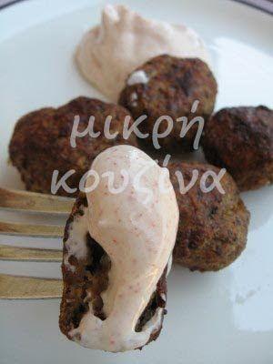 μικρή κουζίνα: Κεφτεδάκια ψητά αλα Κική με σάλτσα γιαουρτιού