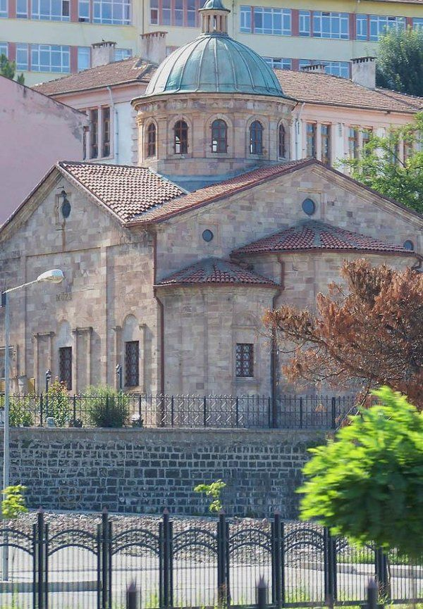 Gogora kilisesi (Giresun müzesi)/Giresun/// Müze içerisinde Eski Tunç Çağı, Hitit, Helenistik, Roma, Bizans, Selçuklu ve Osmanlı dönemlerine ait antik eserler, taş kabartmalar, eski tarihlerde kullanılan silah, giysi ve para örnekleri sergilenmektedir.