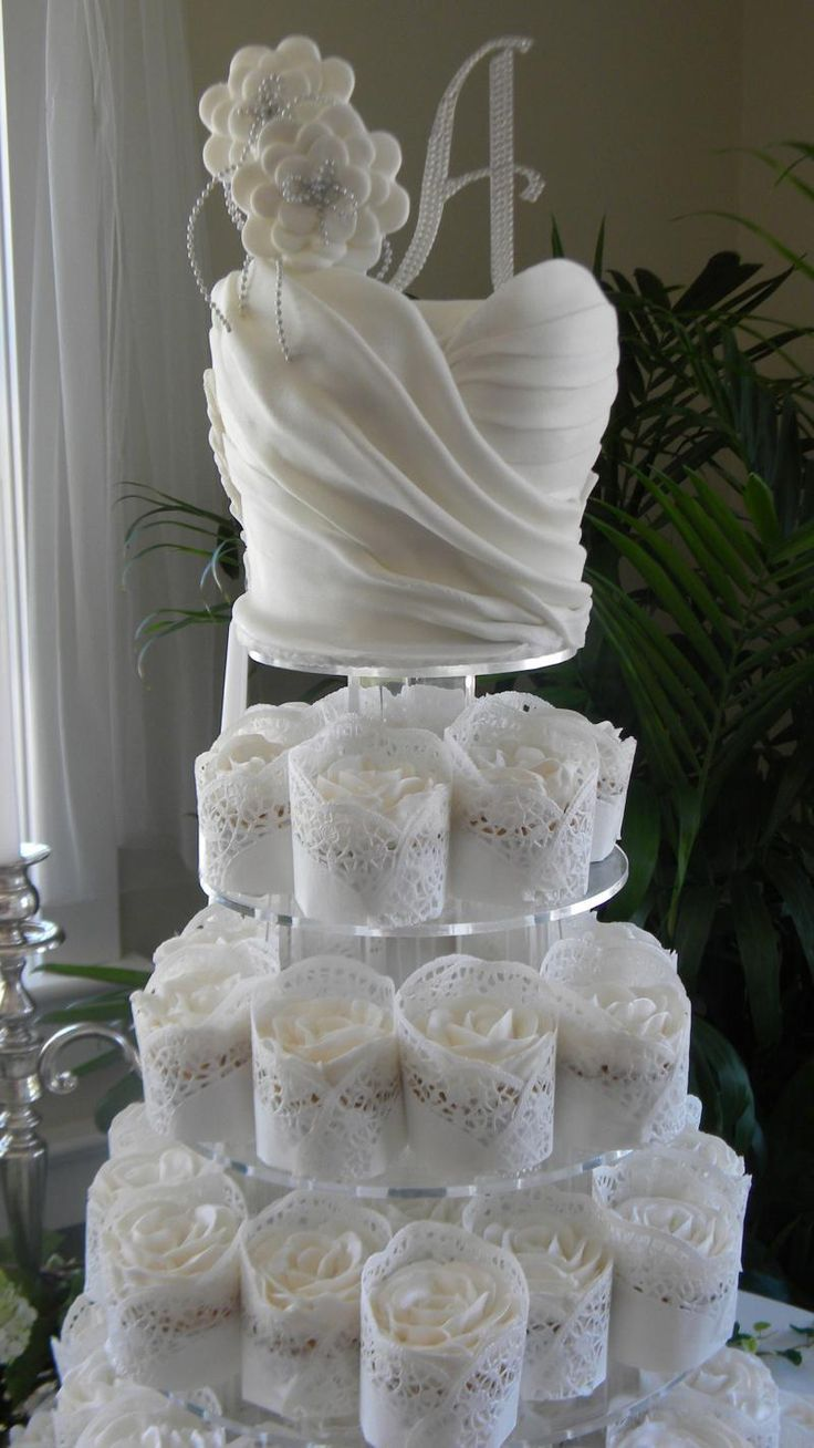 Wedding Cake: Gallery Images Of Amazing Wedding Cakes Ever Made, Amazing Sugar Ruffle Wedding Cake with Beautiful Sugar White Roses in Lace ...